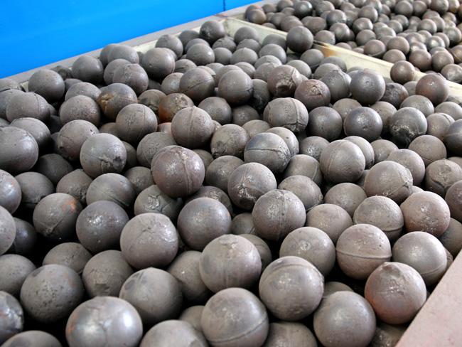 格子型球磨机内部使用的钢球规格之一